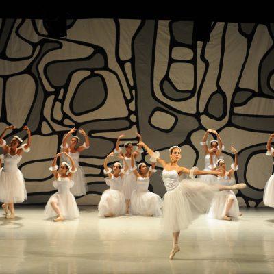 Belo Horizonte, 30.11.2008 Fotografia de Eugenio Savio Corpo Escola de Danca espetaculodos alunos de danca classica