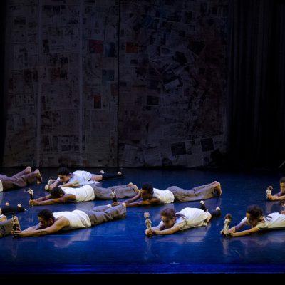 Contemporaneo Adulto - Espetaculo - Corpo Escola de Dança foto de PAMELLA RIBEIRO dezembro 2014